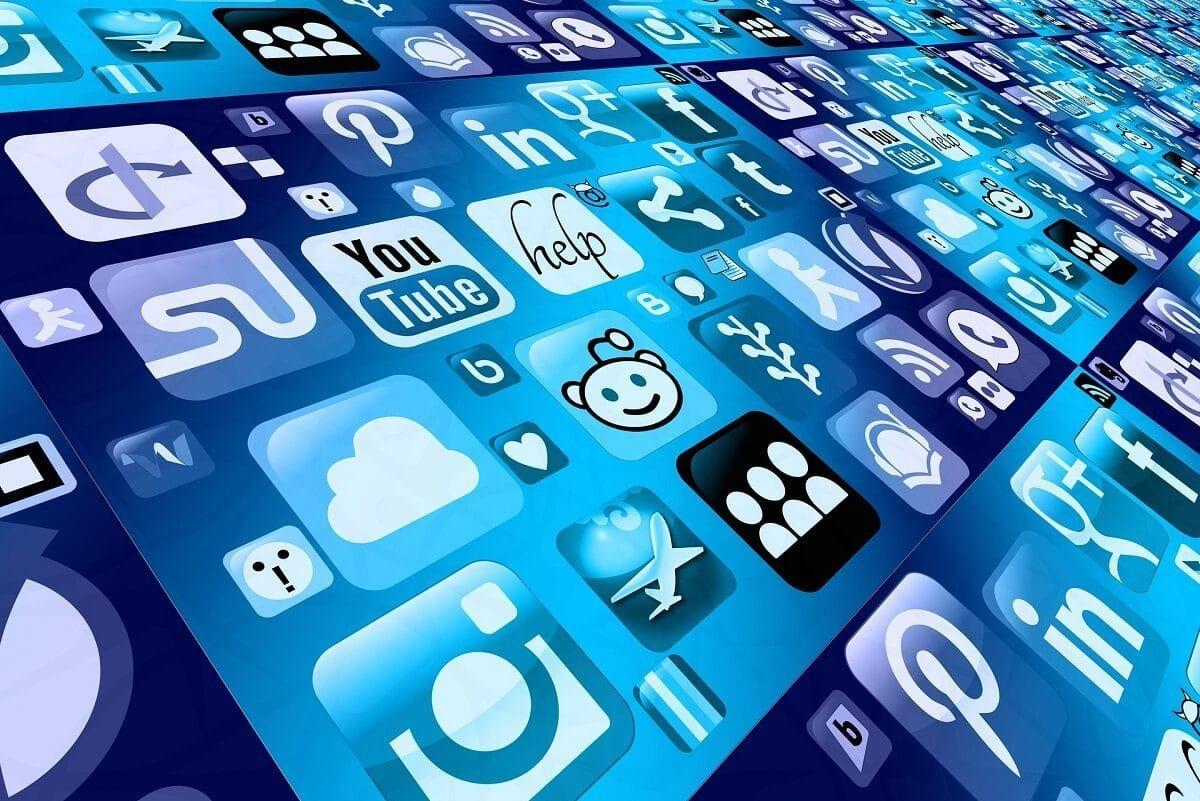 Tela de smartphone com ícones de aplicativos